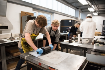 VCUarts Painting + Printmaking students use a lithography press.