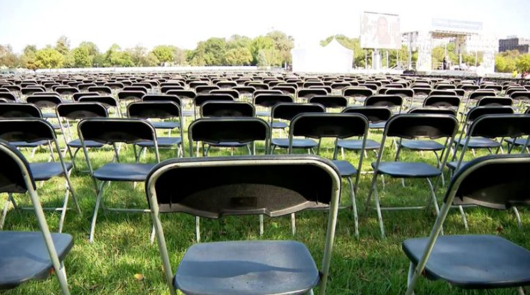 image of empty chairs in front of white house
